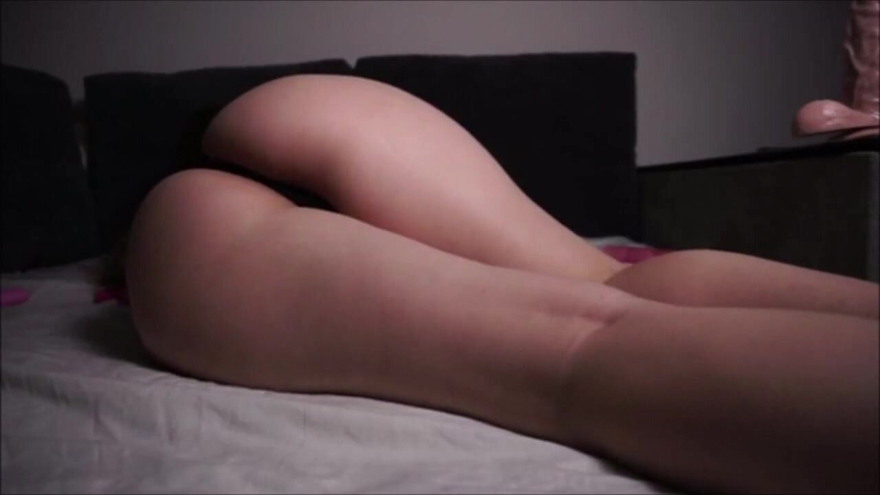 Curvy Babe Masturbating And Pleases Her Pussy And Big Ass With A Dildo