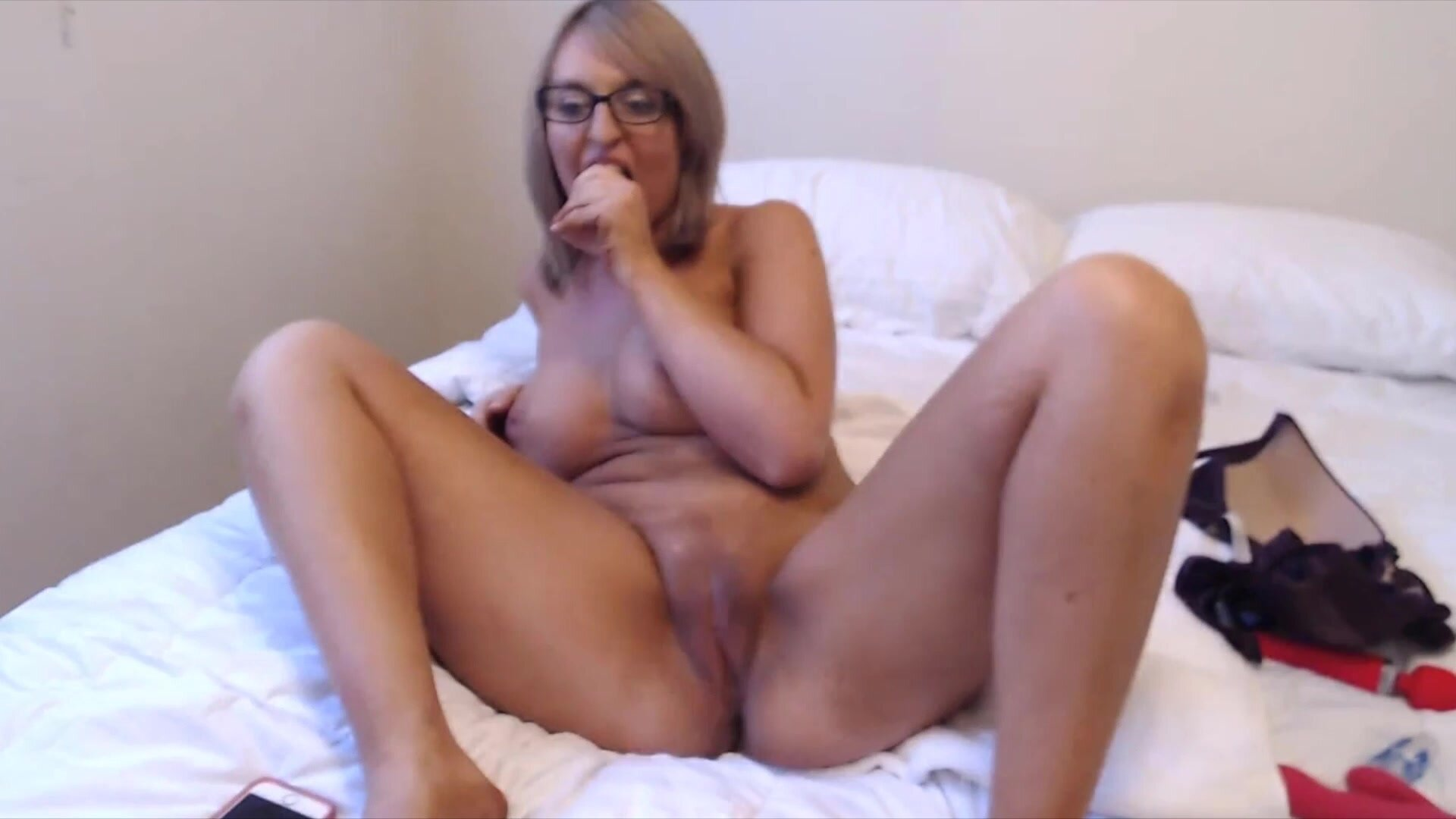 Milf Alison likes to play with pussy on her own