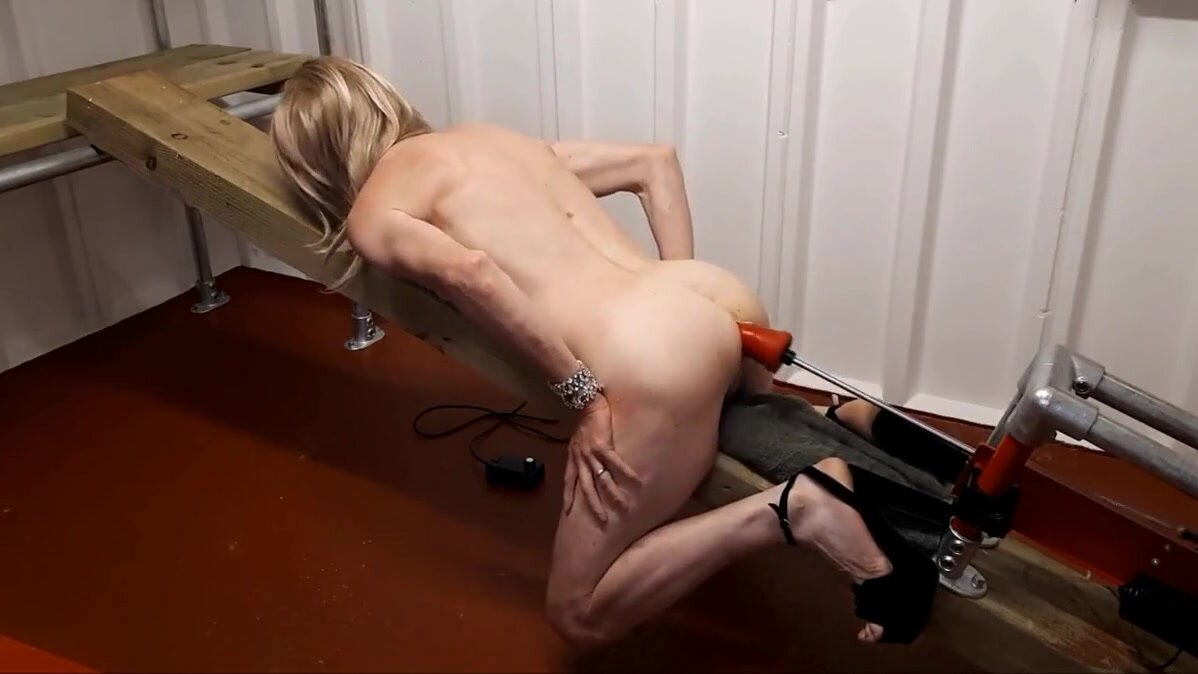 RACHELSEXYMAID GETS A NAKED POUNDING FROM FUCK MACHINE 3