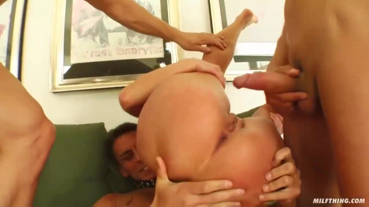 Dora Venter is a smashing blonde lady who likes to suck dick while getting doublefucked